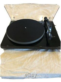 Pro-Ject Debut Carbon (DC) Turntable High-Gloss Black With Up rated Ortofon Blue